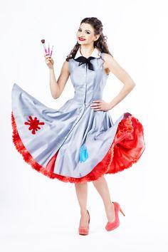 photo: @barbaranagy pinup painter artist pin-up art Gray Dress, I Dress, Alice In Wonderland Costume, Rockabilly Outfits, Painter Artist, Pin Up Dresses, Couple Halloween, Pin Up Style, Vintage Pins