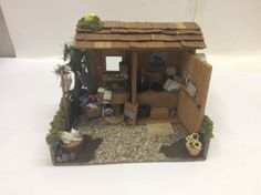 DOLLHOUSE-MINIATURE-ROOM-BOX-DIORAMA-MADE-IN-USA-Country-Outhouse