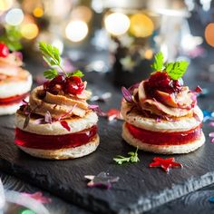 Festive appetizer with foie gras, cranberry chutney and jelly - stock photo Christmas Canapes, Christmas Christmas, Cranberry Chutney, Fingerfood Party, Healthy Dishes, Healthy Snacks, No Cook Meals, Finger Foods, Soup Recipes