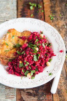 krokante kip met een salade van bietjes en bloemkool couscous met hazelnoten | simoneskitchen.nl