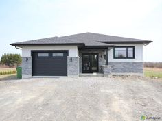 I sold without commission with the help of DuProprio team! House Siding, House Paint Exterior, Exterior House Colors, Facade House, Bungalow House Plans, Bungalow House Design, Modern House Plans, Modern Exterior, Exterior Design