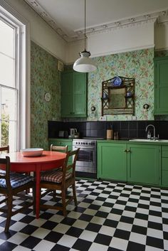 A sink and oven stand in front of the chimney breast and fitted cabinets fill the recesses on either side. The Cole & Son floral wallpaper inspired the bright green of the cabinets and the coral red of the table. Bamboo shelving holds blue and white china Kitchen Decor, Home Decor Kitchen, New Kitchen, House Interior, Kitchen Interior, Kitchen, Green Kitchen, Trendy Kitchen, Home Decor