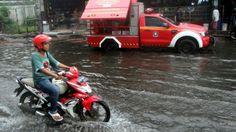 Prakiraan Cuaca Hari Ini - Waspada! Hujan Lebat Guyur Jabodetabek dari Malam hingga Dinihari