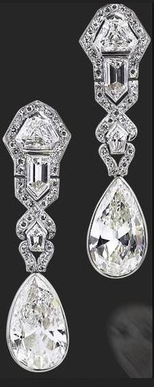 Art Deco diamond earrings, circa 1920.... #ArtDecoDiamond