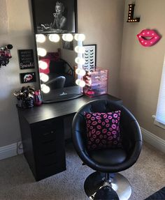makeup / dressing room inspiration interior design | decor | lights | mirror