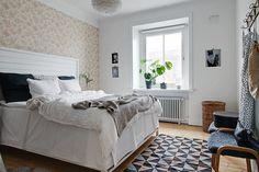 Stort och fint sovrum för säng och garderober
