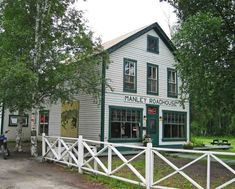 The Manley Roadhouse and Manley Hot Springs are so relaxing. This adorable little town in Alaska awaits you at the at the end of an 80 mile gravel road! Hotel Alaska, Alaska The Last Frontier, Vegetable Farming, Rustic Room, Luxury Rooms, Alaska Travel, Hot Springs, Where To Go, Great Places