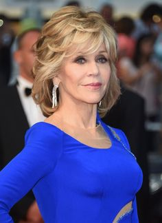 Jane Fonda flies jet to protest oil drilling -- Skips march because she has to catch . Jane Fonda Hairstyles, 2015 Hairstyles, Wedding Hairstyles, Haircuts, Medium Hair Styles, Curly Hair Styles, Mother Of The Bride Hair, Corte Y Color, Layered Hair