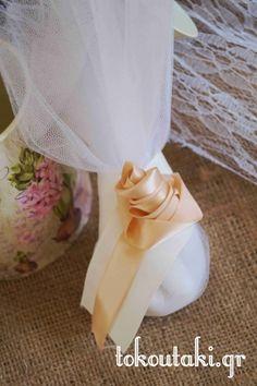 μπομπονιέρα με σατέν χειροποίητο λουλούδι
