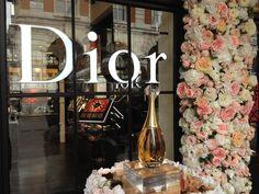 Dior Flowers, Flower Installation, Table Decorations, Furniture, Design, Home Decor, Decoration Home, Room Decor