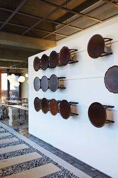 [BY 리빙센스] 매달 미국인 마크 테토가 도예, 공예, 회화, 가구 등 한국 작가의 공방을 찾아가는 이... Kitchen Interior, Interior And Exterior, Interior Design, Cafe Design, Furniture Design, Display, Ceramics, Traditional, Studio Apartment