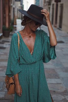 How To Find And Buy The Most Stylish Clothes – Clothing Looks Look Fashion, Girl Fashion, Fashion Outfits, Womens Fashion, Fashion Trends, Korean Fashion, Fashion Quiz, 40s Fashion, Feminine Fashion