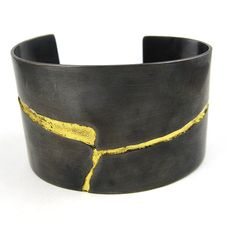 Sliver Cuff Bracelet in Oxidized Copper with Gold Leaf from Nina Dinoff Jewelry Contemporary Jewellery, Modern Jewelry, Jewelry Art, Copper Cuff, Copper Jewelry, Bijoux Design, Jewelry Design, Sterling Silver Bracelets, Bangle Bracelets