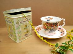 Brambly Hedge china . Brambly Hedge tin. Autumn set of Cup and