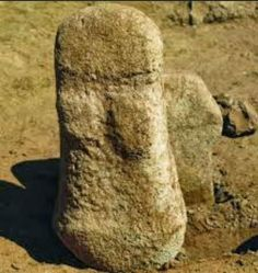 Excavations at Ayia Varvara-Asprokremnos have uncovered the earliest complete human figurine currently known on Cyprus, reports local newspa. Ancient Goddesses, Art Tribal, Mother Goddess, Iron Age, Ancient Artifacts, Ancient History, Antiquities, Rock Art, Range
