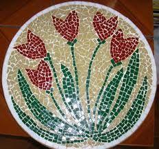 Mosaico - mesa redonda tulipas vermelhas
