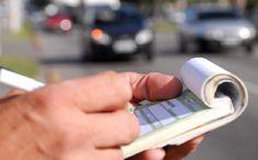 Motorista que dirigir e falar no celular ao mesmo tempo irá pagar R$ 293,47; mudanças endurecem as punições previstas no Código de Trânsito Brasileiro e va