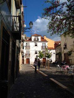 Portugal em 7 dias (um roteiro de Lisboa ao Porto). Na foto, o largo da Severa, no bairro da Mouraria, Lisboa.