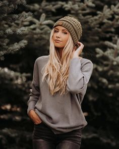 Beanie Outfit - Image may contain: 1 person, standing, hat, outdoor and closeup Photo Portrait, Portrait Poses, Photography Poses Women, Winter Photography, Fitness Photography, Photography Ideas, Outfits Casual, Cute Outfits, Beautiful Outfits