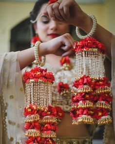 Classic Red & White Indian Bridal Outfits, Indian Wedding Jewelry, Indian Weddings, Bridal Dresses, Bridal Bangles, Bridal Jewelry, Flower Jewelry, Bridal Jewellery Collections, Bridal Chuda