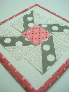 Bee In My Bonnet: Easy Corner Triangles (and partial seam) Tutorial...