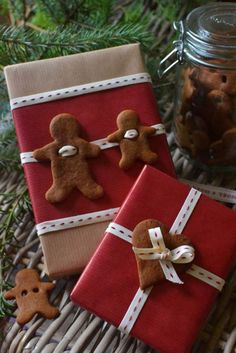 11 kraft paper, red paper, black and white ribbon and gingerbread cookies - Shelterness