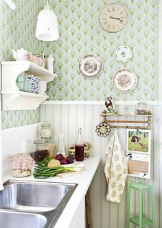 Formula: wainscoting+ wallpaper+ a shelf + pretty plates = perfect Decor, Cottage Style Decor, Home Decor Kitchen, Kitchen Decor, Farmhouse Style Kitchen, Shabby Cottage Style, Cottage Interiors, Tiny House Decor, Cute Kitchen
