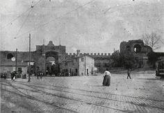 1905 ca-Porta San Giovanni vista da dentro le mura. San Giovanni, Rome, Louvre, Antiques, Building, Travel, Memories, Pictures, Italia