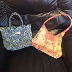 ❗BUNDLE❗April Cornell floral purses 2 April Cornell for Isabella's Journey floral purses. Really pretty and durable handbags!! Bags Shoulder Bags