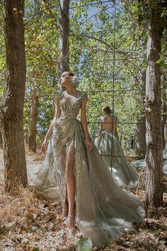 Elie Saab rinde homenaje a la ciudad de Beirut con su nueva colección de Alta Costura otoño/invierno 2020-21 Elie Saab Couture, Haute Couture Dresses, Style Couture, Haute Couture Fashion, Couture Wedding Gowns, Robes Elie Saab, Elie Saab Dresses, Ellie Saab, Jw Moda