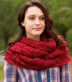 Garter and Lace Knit Cowl Pattern | AllFreeKnitting.com