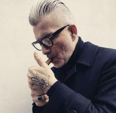Get inspired with these 40 examples of the best colour glasses for grey hair. You're grey haired glasses inspiration starts and ends here. Grey Hair Undercut, Grey Hair Fade, Long Gray Hair, Men With Grey Hair, Undercut Hairstyles, Cool Hairstyles, Grey Hairstyle, Hair And Beard Styles, Short Hair Styles