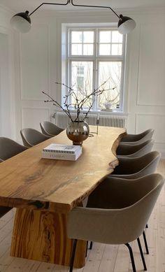 A personal diary of travel and fashion Dream Home Design, Home Interior Design, Interior Architecture, House Design, Loft Design, Interior Decorating, Esstisch Design, Aesthetic Room Decor, Dining Room Design