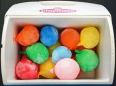 Fill water balloons and use them to cool food in the cooler from Brit Co. and 40 Beach Tips and Tricks Hacks and Ideas for Your Trip to the Sand - Water Balloons - Ideas of Water Balloons Beach Picnic, Beach Fun, Beach Trip, Summer Picnic, Beach Travel, Beach Cooler, Picnic Time, Beach Babe, Beach Party