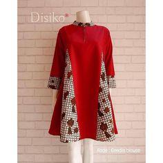 Image may contain: people standing Pakistani Fashion Casual, Hijab Fashion, Kurta Designs Women, Blouse Designs, African Fashion Dresses, African Dress, Mode Batik, Batik Fashion, Batik Dress