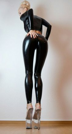 Selected by Ruby Leila Fan Of Latex Models Sexy Latex, Latex Fashion, Fetish Fashion, Cuir Center, Mode Latex, Hot Girls, Shiny Leggings, Latex Catsuit, Latex Girls