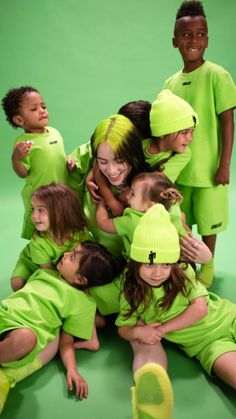 Billie eilish with kids Billie Eilish, Latest Haircut For Men, Estilo Harajuku, Toy Cars For Kids, Song Of The Year, Cute Disney, Beautiful Babies, Music Artists, Role Models