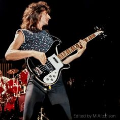 Rickenbacker 4001, Rush Concert, Rush Band, Geddy Lee, Neil Peart, Greatest Rock Bands, Rock Artists, Big Time Rush, Great Bands