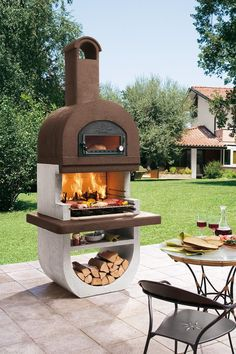 The barbecue grille Diva four by Palazzetti has in addition a genius bacon .- Der Gartengrillkamin Diva four von Palazzetti hat zusätzlich einen genialen Bac… The barbecue grille Diva four by Palazzetti has … - Outdoor Stove, Pizza Oven Outdoor, Outdoor Cooking, Backyard Patio, Backyard Landscaping, Backyard Designs, Outdoor Kocher, Ideas Para Decorar Jardines, Wood Charcoal