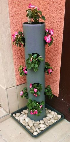 Today we are actually going to get to some really creative DIY PVC pipe projects knowing that apart from plumbing what else can you do with these PVC pipes? Design and construction of a vertical garden In nature, so-called vertical gardens are often cr Garden Planters, Herb Garden, Garden Art, Planter Pots, Tower Garden, Garden Boxes, Planter Ideas, Diy Planters, Balcony Garden