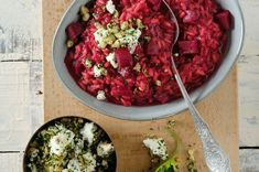 Randenrisotto mit Feta-Baumnuss-Cremolata - Annemarie Wildeisen's KOCHEN Risotto Rice, Vegetarian Recipes, Healthy Recipes, Feta, Chana Masala, Healthy Eating, Healthy Food, Salsa, Cooking