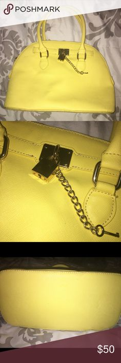🌻 NEW Aldo Yellow Lock & Key Chain Bag Perfect condition yellow Aldo hand bag with lock and key in gold. Also comes with straps. ❌No Trades❌ Aldo Bags