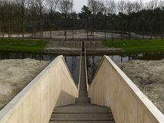 Durchs Wasser gehen – Laufgrabenbrücke in den Niederlanden von Ro&Ad Architekten | Architecture bei Stylepark