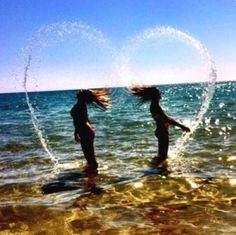 74 images about bff💕💕💕 on we heart it Best Friend Pictures, Friend Photos, Cool Pictures, Cool Photos, Water Pictures, Beach Fun Pictures, Cool Summer Pictures, Tumblr Summer Pictures, Funny Beach Pictures