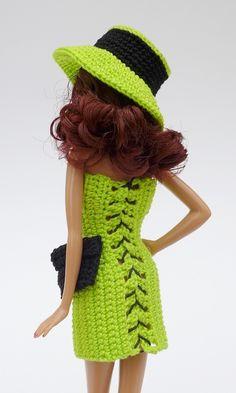 Du magst Puppen und häkelst gern oder nähst auch gern? Dann hol Dir gleich diese PDF-Anleitung für elegante Puppenkleider. Das ist gar nicht so schwer. Knitting Dolls Clothes, Crochet Barbie Clothes, Knitted Dolls, Crochet Dolls, Crochet Barbie Patterns, Crochet Doll Pattern, Barbie Outfits, Barbie Dress, Mode Crochet