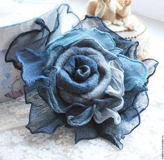 Denim Flowers, Cloth Flowers, Felt Flowers, Burlap Flowers, Denim Crafts, Felt Crafts, Fabric Crafts, Fabric Brooch, Felt Brooch