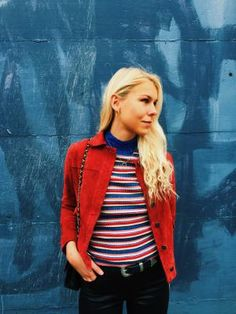 #hvisk #hviskstylist #blonde #fashion #style #colors #red #blue #white #suedejacket #jewelry #emmabukhave