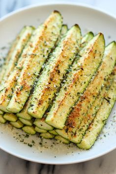 Try Baked Parmesan Zucchini! You'll just need 4 zucchini, quartered lengthwise, cup freshly grated Parmesan, teaspoon dried thyme, teaspoon. Veggie Dishes, Vegetable Recipes, Vegetarian Recipes, Healthy Recipes, Delicious Recipes, Green Vegetarian, Lean Recipes, Kid Recipes, Healthy Cooking