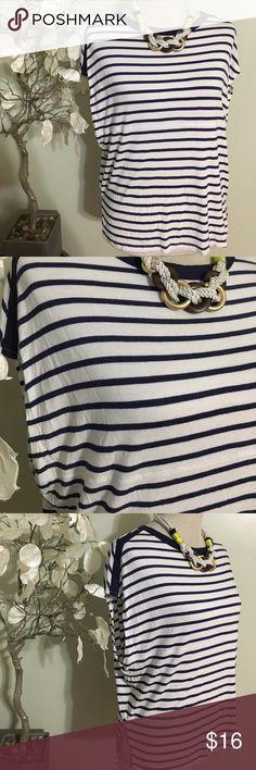 ZARA SHIRT Beautiful shirt in excellent condition, 100% rayon Zara Tops Tees - Short Sleeve