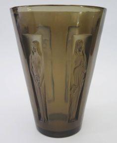 R Lalique  Topez Vase est £1000-£1400 to be auctioned 15/6/16